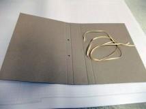 Teczka (okładka) archiwizacyjna z tektury bezkwasowej, z taśmą bawełnianą